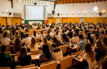 1080 új hallgató kezdi meg ősszel az ELTE GTI-n üzleti-gazdaságtani tanulmányait