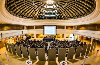 Nemzetközi konferencia a közgazdaságtan megújításáról